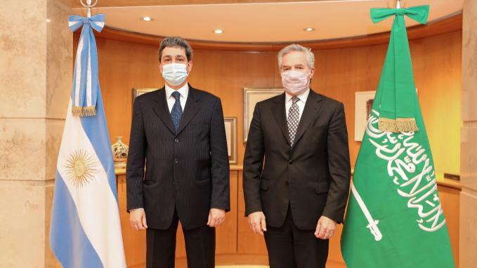 Canciller Solá con Hussein M. Alassiri, embajador de Arabia Saudita