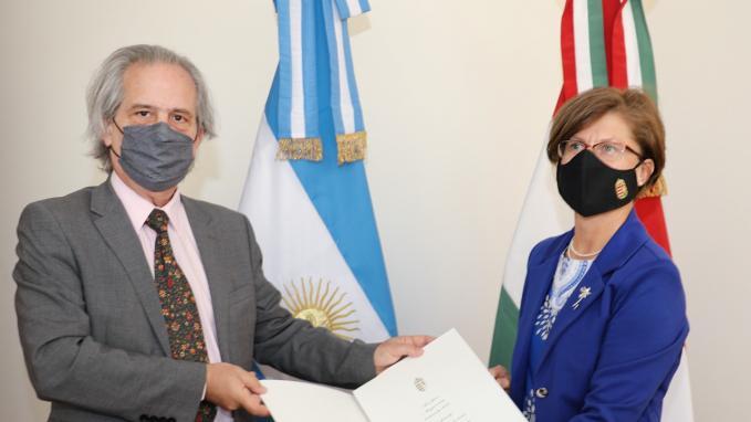 Vicecanciller Tettamanti con embajadora de Hungría, Edit Bucsi-Szabó