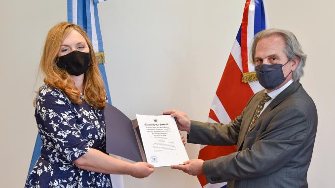 Presentación de copias de las cartas credenciales de la nueva Embajadora del Reino Unido, Kirsty Hayes.