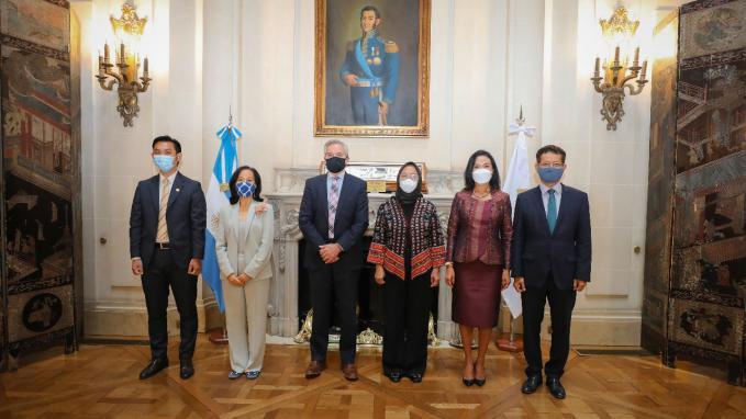 Solá con embajadores ASEAN