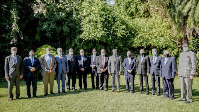 Canciller con embajadores de países árabes